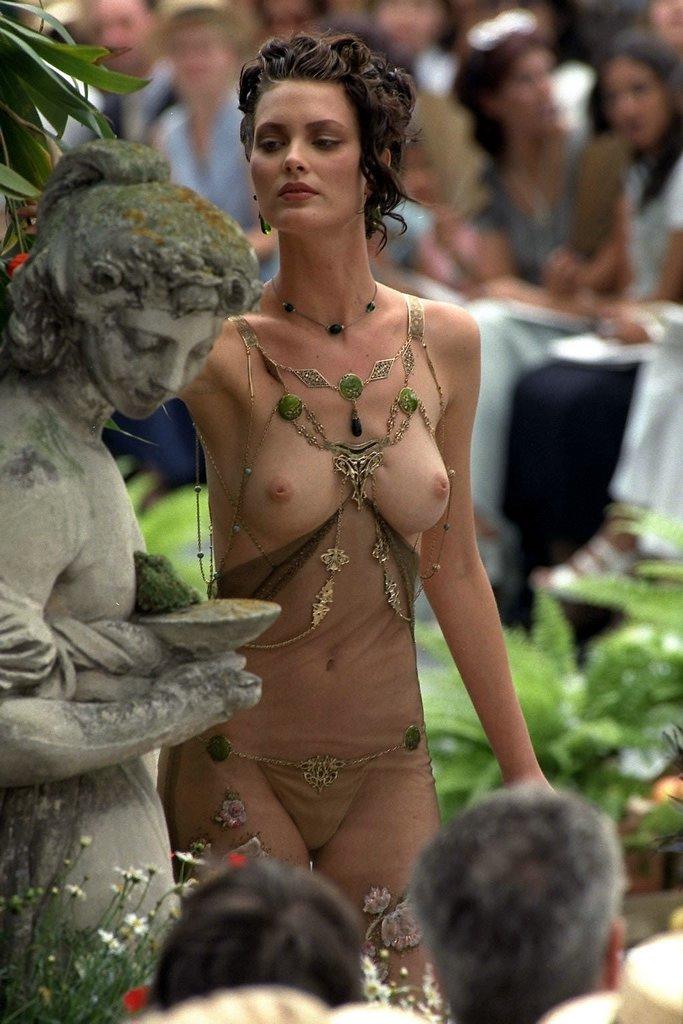 Eve Harlow  nackt