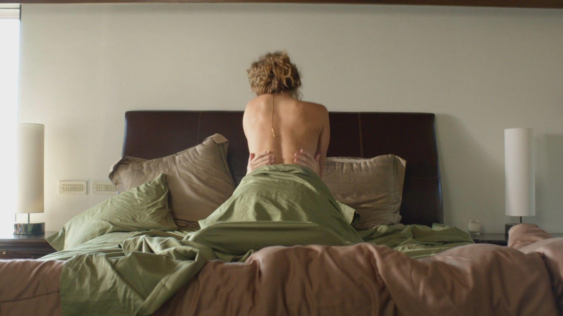 Free nude lesbian masturbating