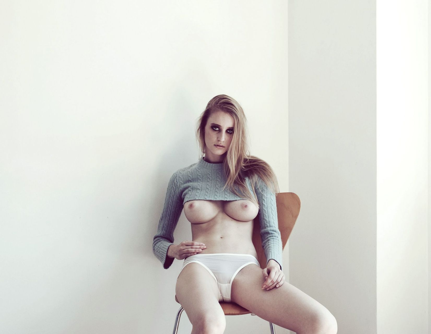 Nackt Enya Bakunova  teys: Enya