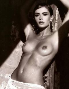 Sherlyn chopra completely nude