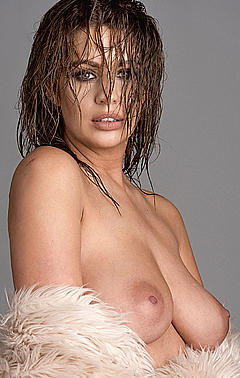 Anna McGahan  nackt