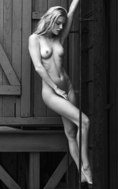 Isabella Farrel  nackt