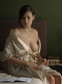 Emilie Deville  nackt