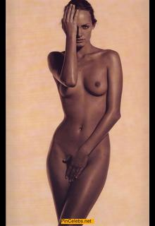 Amber Valletta fully nude cover her pussy