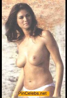 Manuela Arcuri topless paparazzi photo