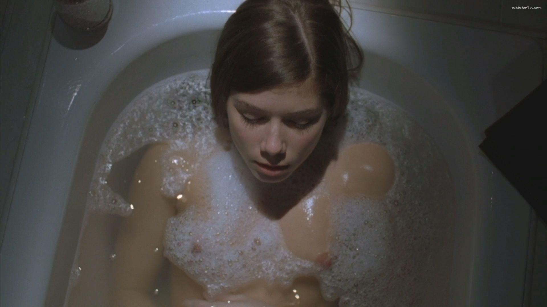 Nikki Sanderson Nude In Bathtub In Boogeyman 3